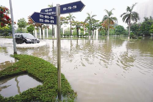 Các khu đô thị mới tại thủ đô Hà Nội trước trận mưa: Càng xây, càng lụt!